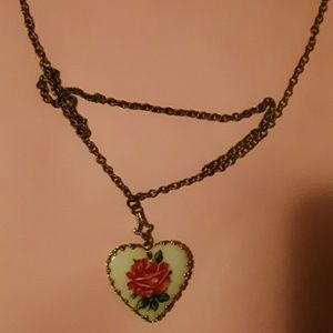 Jewelry - Rose heart necklace